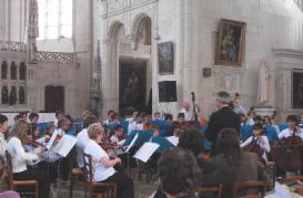 L' Orchestre de l' Ecole de Cordes du Loudunais, en concert avec l 'Harmonie de Varrains-Chacé sous la direction du chef invité, Jean-Luc Martineau, en Concert le Dimanche 07 Juin 2009 à la Collégiale Saint-Maurice de Oiron dans le cadre des 20 èmes Rencontres Régionales des Artistes Amateurs (55 km de Poitiers, 25 km de Chinon, 25 km de Thouars, 45 de Saumur, 50 km de Chatellerault.